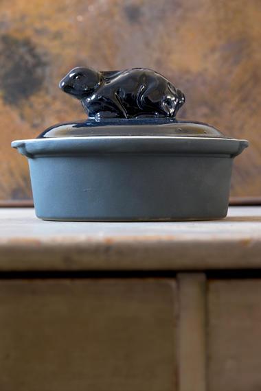Terrine bestiaire lapin encre bleu nuit pour cuire et mijoter, Manufacture Digoin