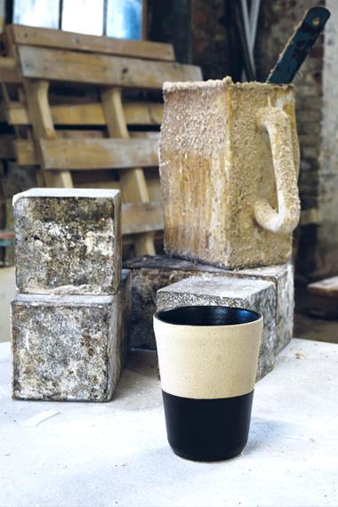 Gobelet permanent noir/blanc pour contenir, Manufacture Digoin