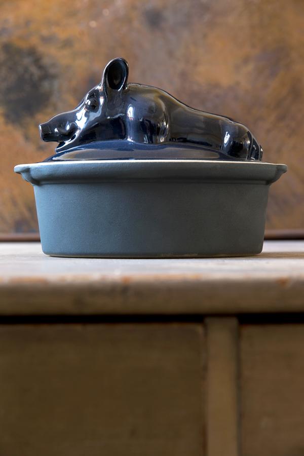 Terrine bestiaire sanglier encre bleu nuit pour cuire et mijoter, Manufacture Digoin