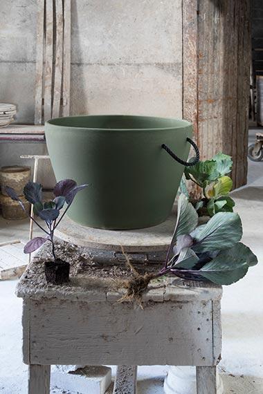 Jarre chaudron + plantes for , Manufacture Digoin